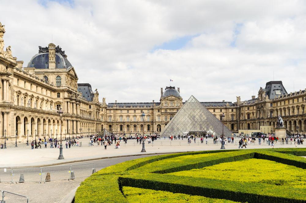 Фото: Лувр в Париже