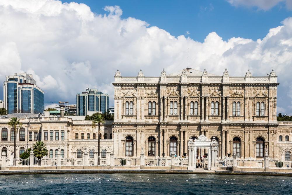Фото: Дворец Долмабахче в Стамбуле