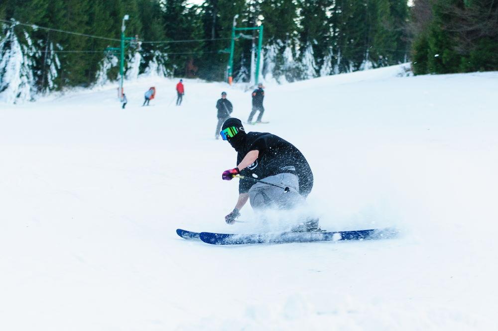 Фото: Лыжник на курорте Доновалы