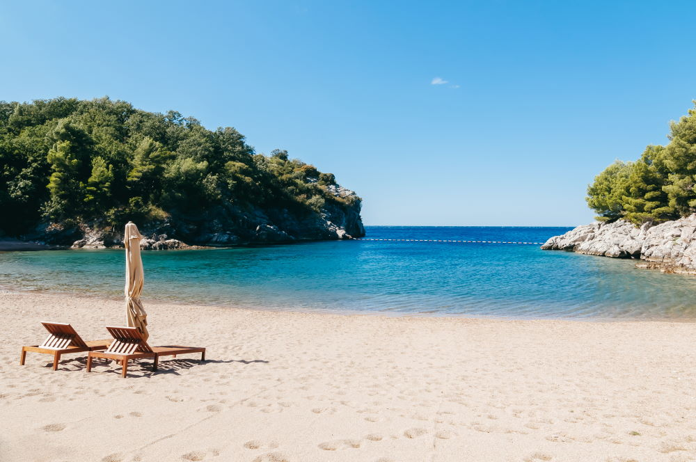 Фото: Невероятно красивый пляж в Черногории